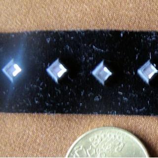Ruban velours avec strass carrés 2 cm