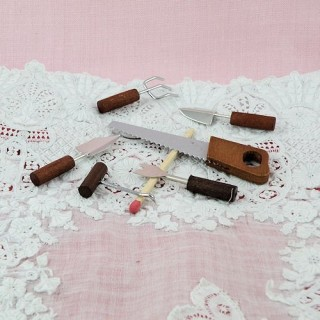 Outils miniature scie gouge pelle grattoir.
