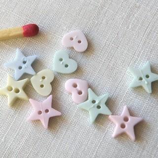 Boutons étoiles et coeurs plats en mélange.