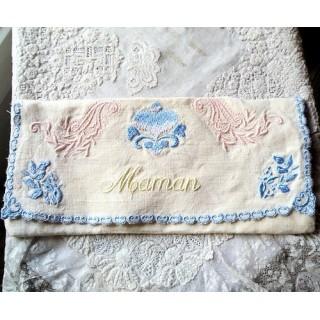 Pochette serviette brodée nom, 22cm x10,5cm.