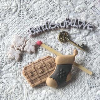 Boutons fantaisie, trésor,épargne, coffre, clef or, chaussette.