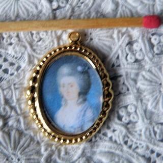 Cadre médaillon,pendentif, tableau maison de poupée 2 cm