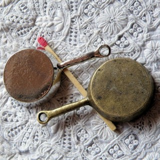 Poêle miniature métal