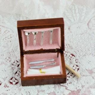 Couverts miniatures en coffret bois maison poupée .