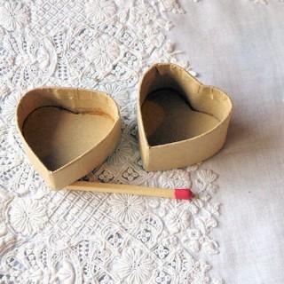 Boite carton coeur minuscule miniature
