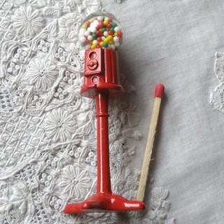 Distributeur miniature bonbons chewing-gum