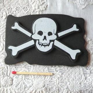 Etendard tête de mort, drapeau bateau pirate bois, décoration enfant.
