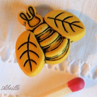 Bouton abeille insecte 2 cm.