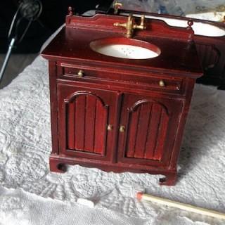 Vasque Lavabo meuble acajou miniature maison poupée.