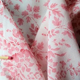 Soie imprimée fleurs tissu au mètre habits poupée.