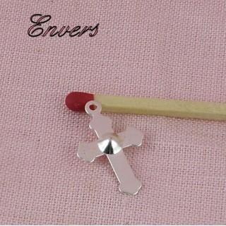 Pendentif croix poupée communiante religieuse.