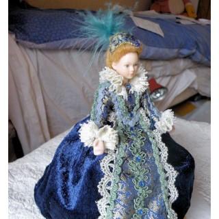 Poupée miniature Dame victorienne 1/12