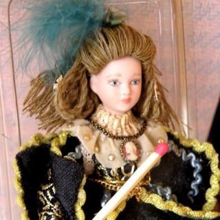 Dame victorienne robe longue personnage maison poupée 15 cm