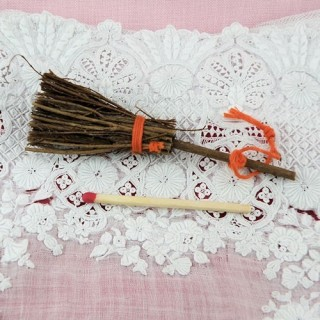 Round natural strow broom witch  8 cms