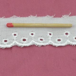 Dentelle broderie anglaise coton festons et ronds 2 cm.
