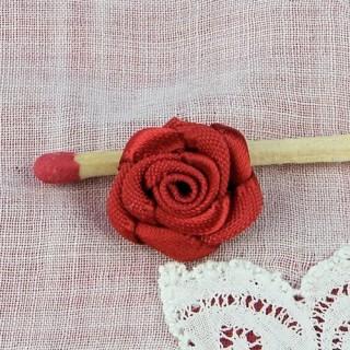 Rose en ruban satin fleur àcoudre 15 mm, 1,5 cm.