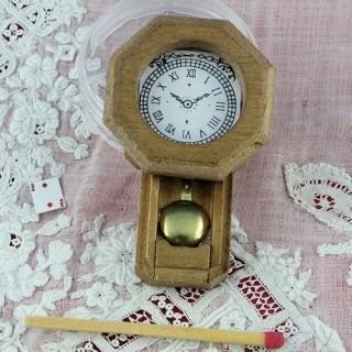 Pendule miniature maison poupée bois 5 cm.