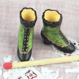 Chaussures rétros miniatures décoratives maison poupée