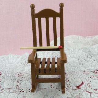 Chaise miniature, fauteuil à bascule miniature poupée  9 cm.