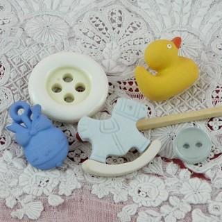 4 Boutons fantaisie bébé canard cheval hochet.