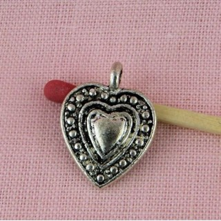 Coeur pendentif ciselé 19 mm.