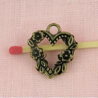 Pendentif Coeur évidé Breloque coeur tour fleurs 2 cm.