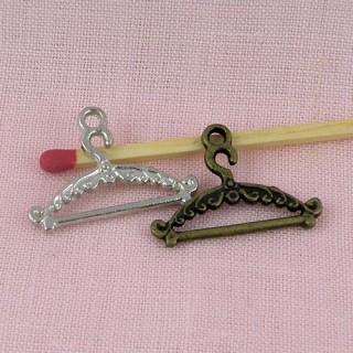 Cintre breloque miniature métal, Porte-manteau, breloque, 24 mm.