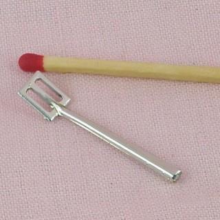 Spatule miniature en plastique argenté, 3,3 cm.,
