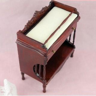Table à langer acajou, étagère miniature maison poupée  10 cm.