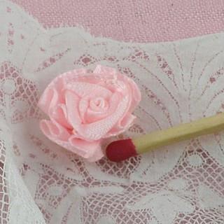Rose en ruban avec pétales