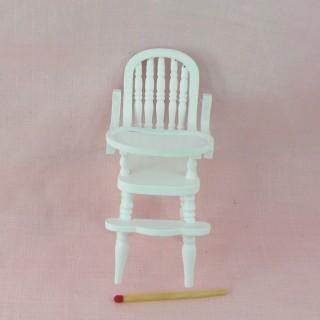Chaise haute miniature poupée 9 cm.