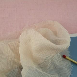 Tissu crêpe de soie habits poupée.