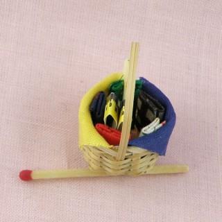 Panier àcouture miniature maison de poupée