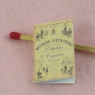 Méthode d'écriture miniature école poupée  2,7 cm x 1,7 cm.