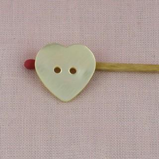 Bouton coeur nacre gros 2 x 2cm deux trous.