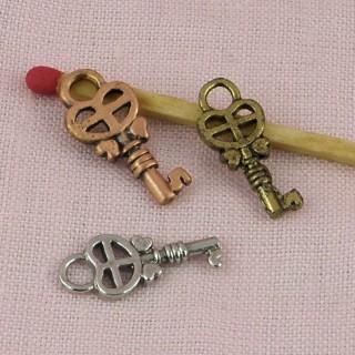 Breloque clef bijou poupée 2 cm.