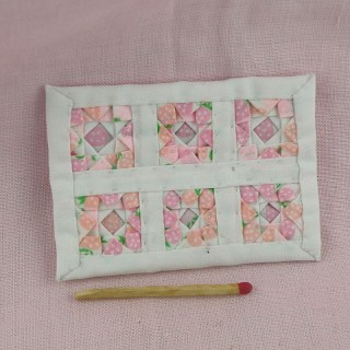 Couvre lit patchwork miniature maison poupée,