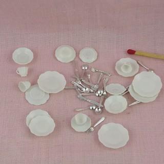 Service table plastique miniature maison poupée 40 pièces.