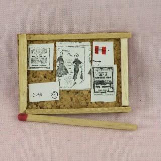 Panneau d'affichage miniature maison poupée