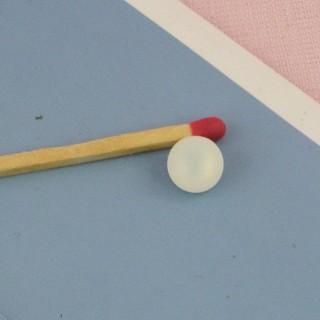 Petit Bouton boule nacré mat 7 mm.