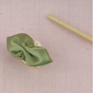 Rose en ruban avec pétales à coudre 3 cm.