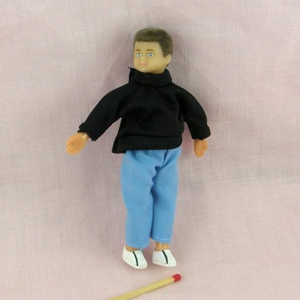 Poupée garçon miniature maison 10 cm.