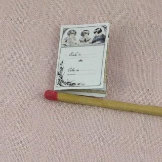 Cahier d'écriture miniature maison école poupée  2,7 cm x 1,7 cm.