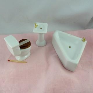 Sanitaires salle de bain miniature maison de poupée.