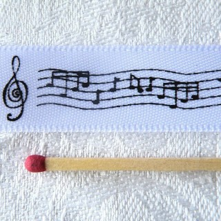 Music notes satin ribbon 16 mms.