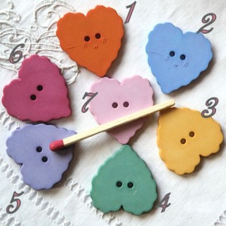 Buttons hearts scalloped
