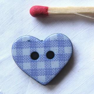 Knöpfe Herz, die 1 cm modelliert sind
