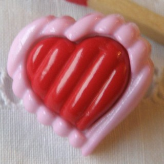 Heart Button, shank bulged stripped heart button