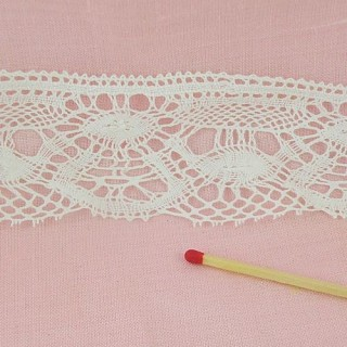 Fine cotton lace, flowers pattern 45 mms.