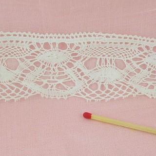 Fine cotton lace, flowers pattern 45 mms.